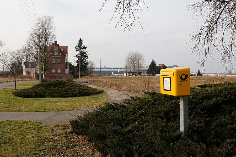 Es gibt noch einen Briefkasten in Kursdorf. Pakete nimmt nur noch die Gärtnerei an.
