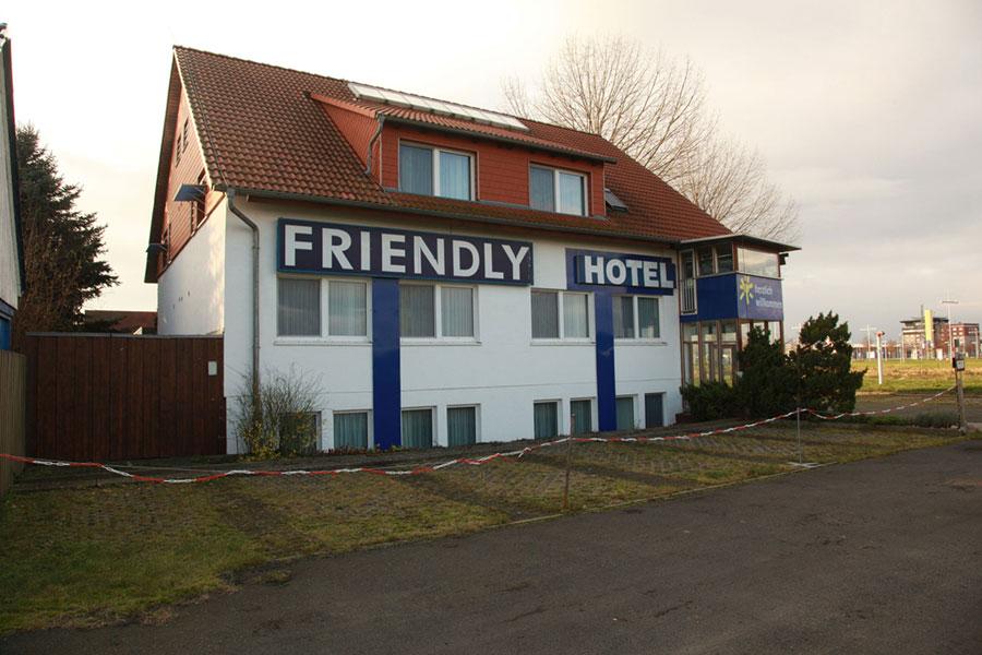 Das ehemalige Friendly-Hotel am Flughafen will der Landkreis für eine halbe Million Euro kaufen und dort 70 Asylbewerber unterbringen.