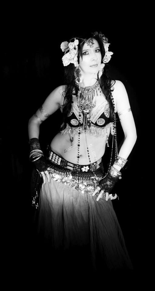 Hier orientalisch im Tribal Dance Kostüm.