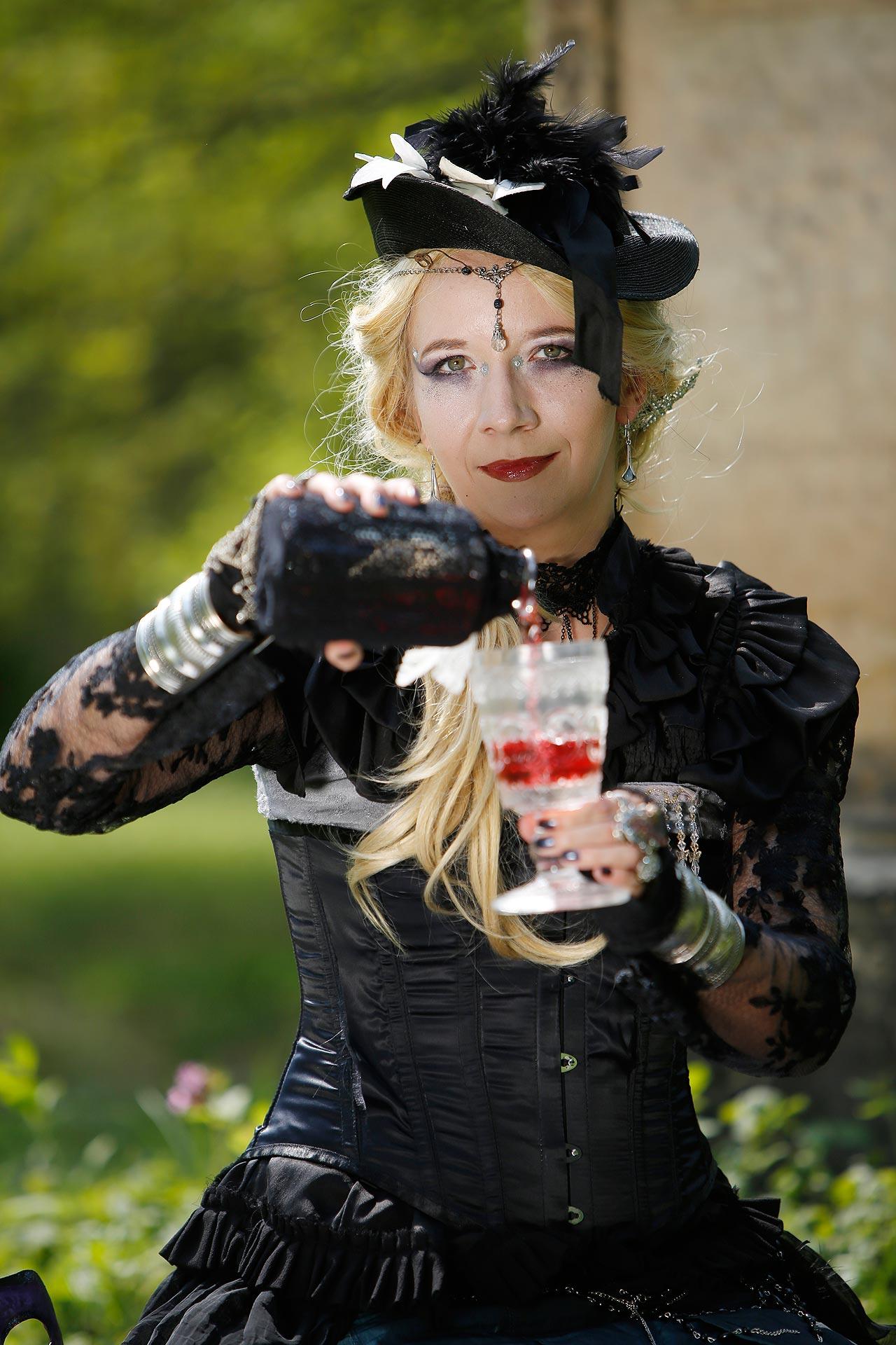 Hang zum Verkleiden: Mira Sommer mag fantasievolle Kostüme.