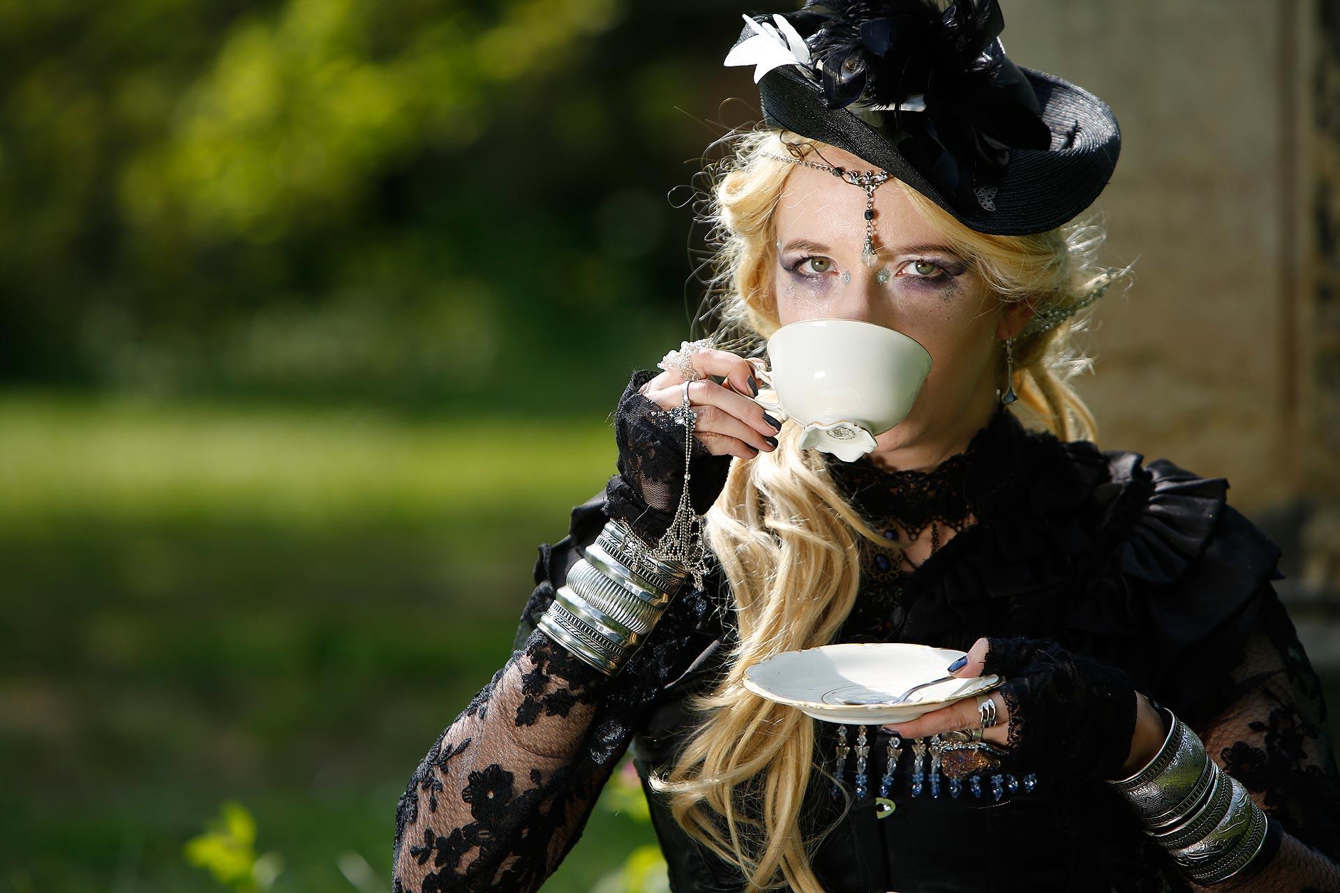 Tässchen Kaffee gefällig? Sommer beim Picknick auf dem Alten Johannisfriedhof.