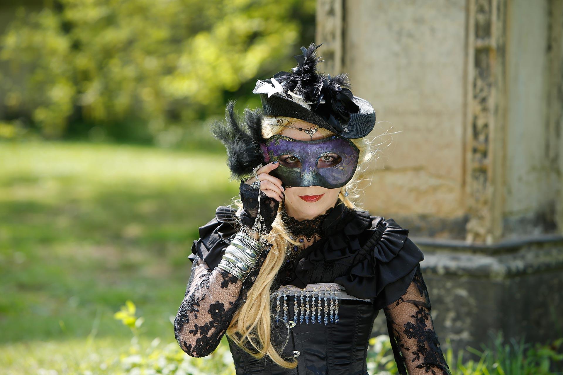 Mira Sommer setzt sich gern in Szene - aber nur in entsprechendem Outfit.