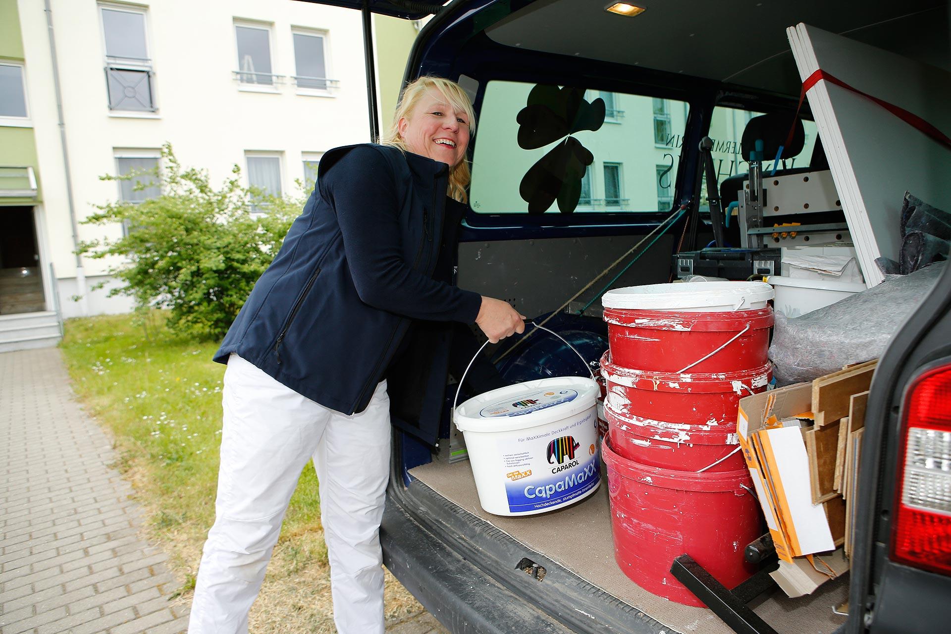 Annett Junghans ist die Chefin einer Malerfirma mit fünf Angestellten.