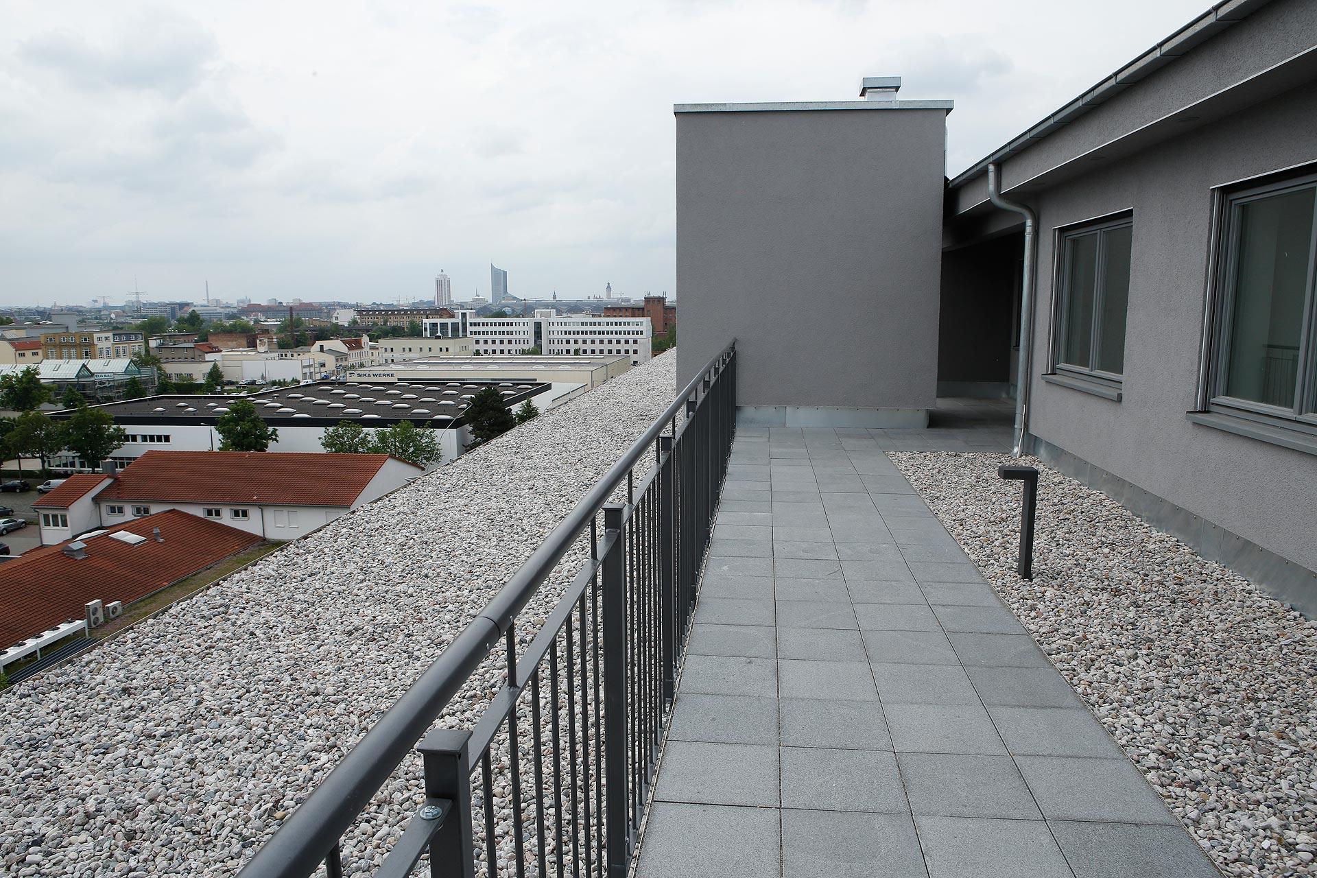 Neben 75 normalen Wohnungen stehen auf dem Dach des Lagers vier Penthäuser.