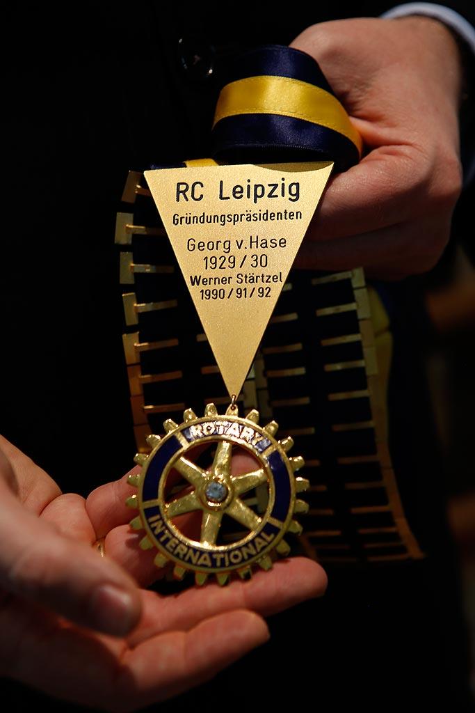 Dieses Zahnrad ist das Symbol des Rotary-Clubs.