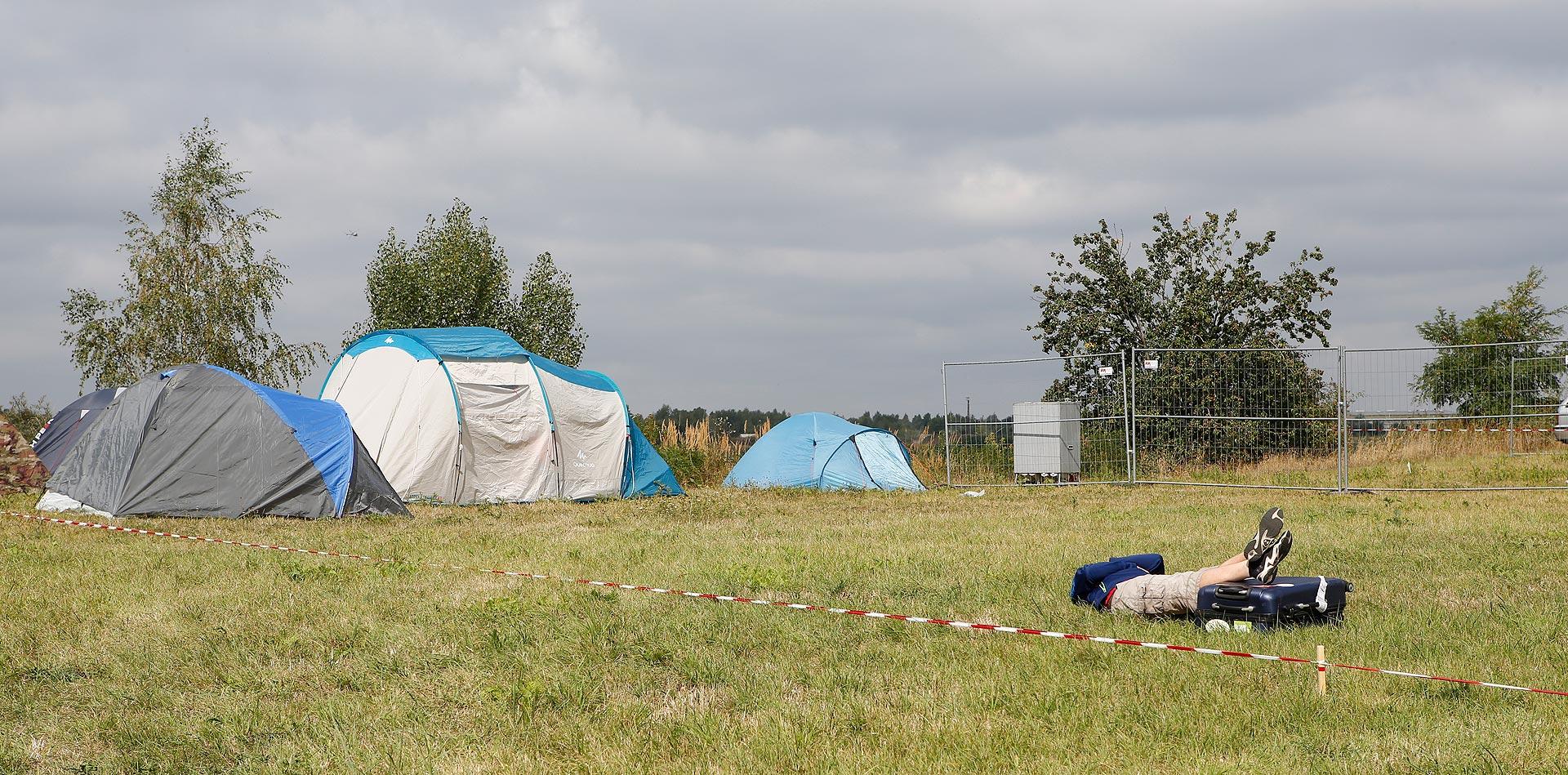 Die Mitarbeiter des Catering-Teams campen auch auf dem Gelände.