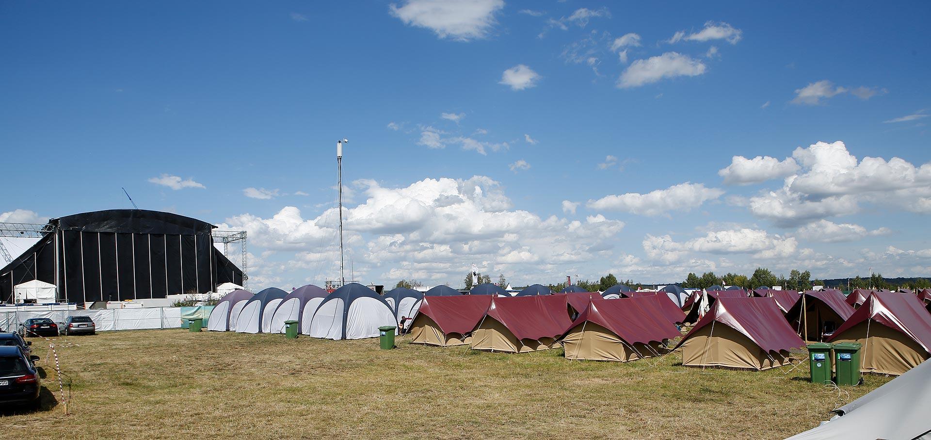 Die Zelte auf dem teuren Campingplatz haben einen Holzfußboden und Stromanschluss.