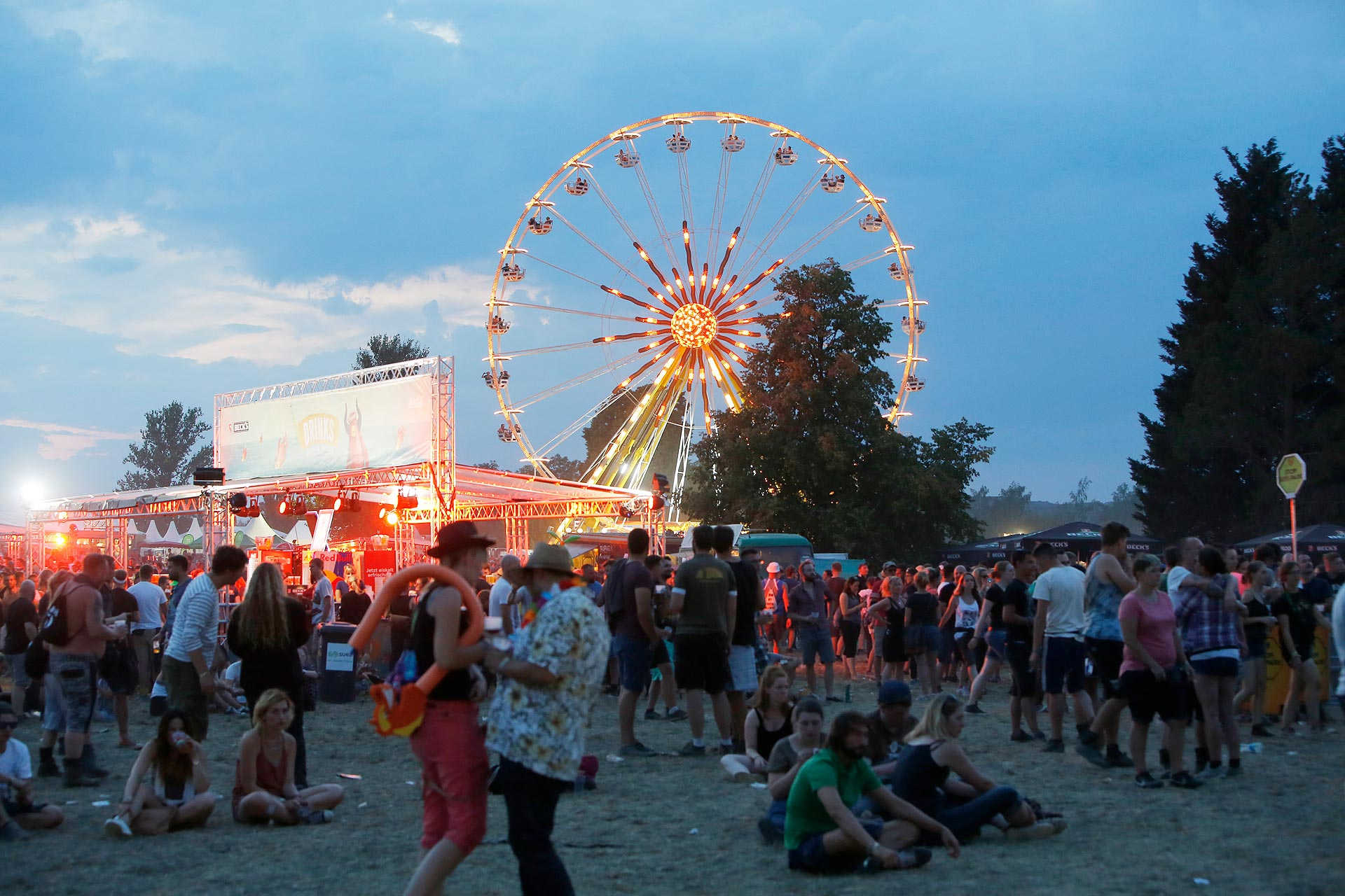 Blick von oben: Vom Riesenrad aus kann man das ganze Festivalgelände überblicken..