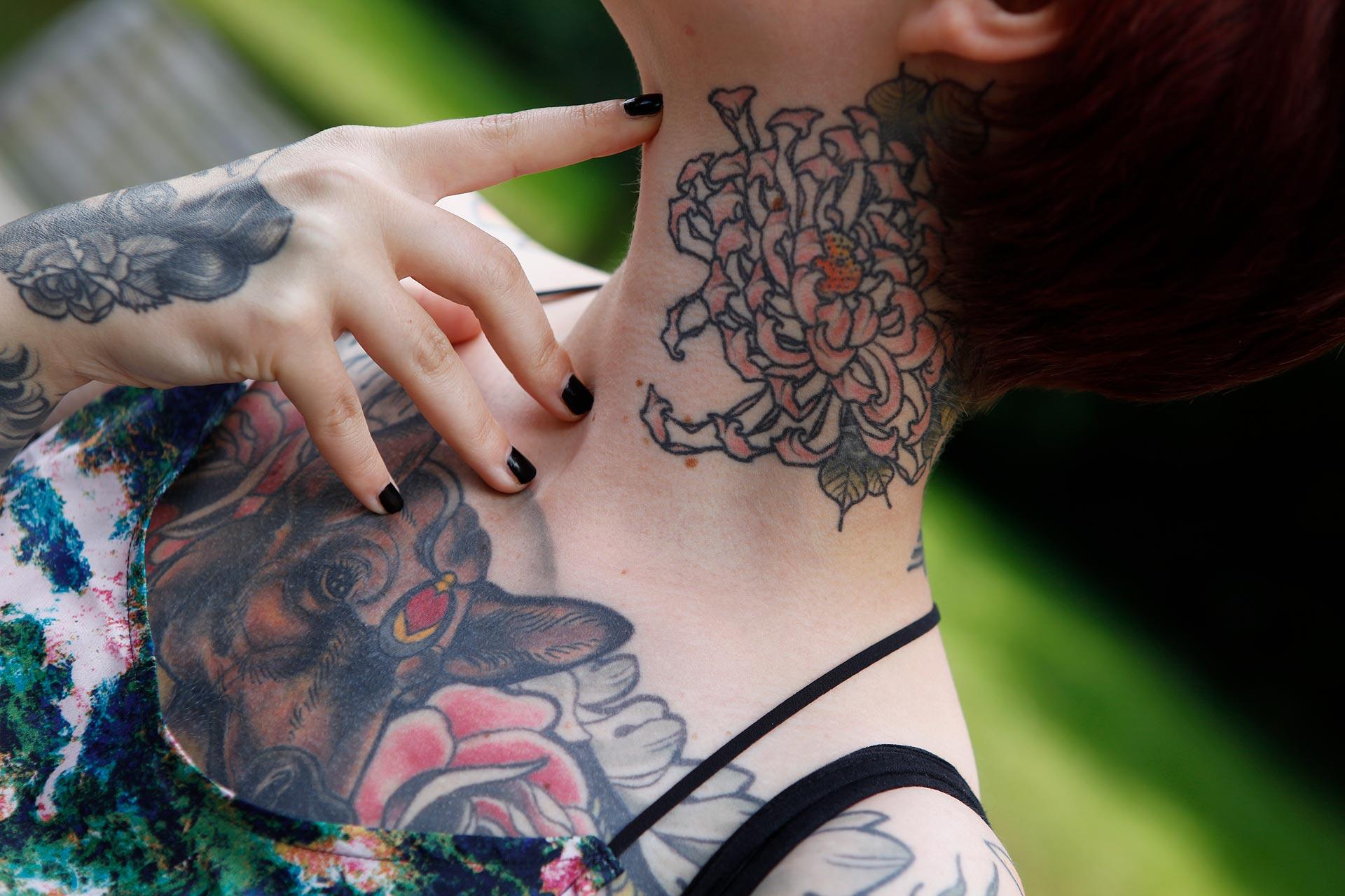 Nastassja van der Weyden hat huete dutzende Tattoos, von verschiedenen Künstlern in verschiedenen Stilen.