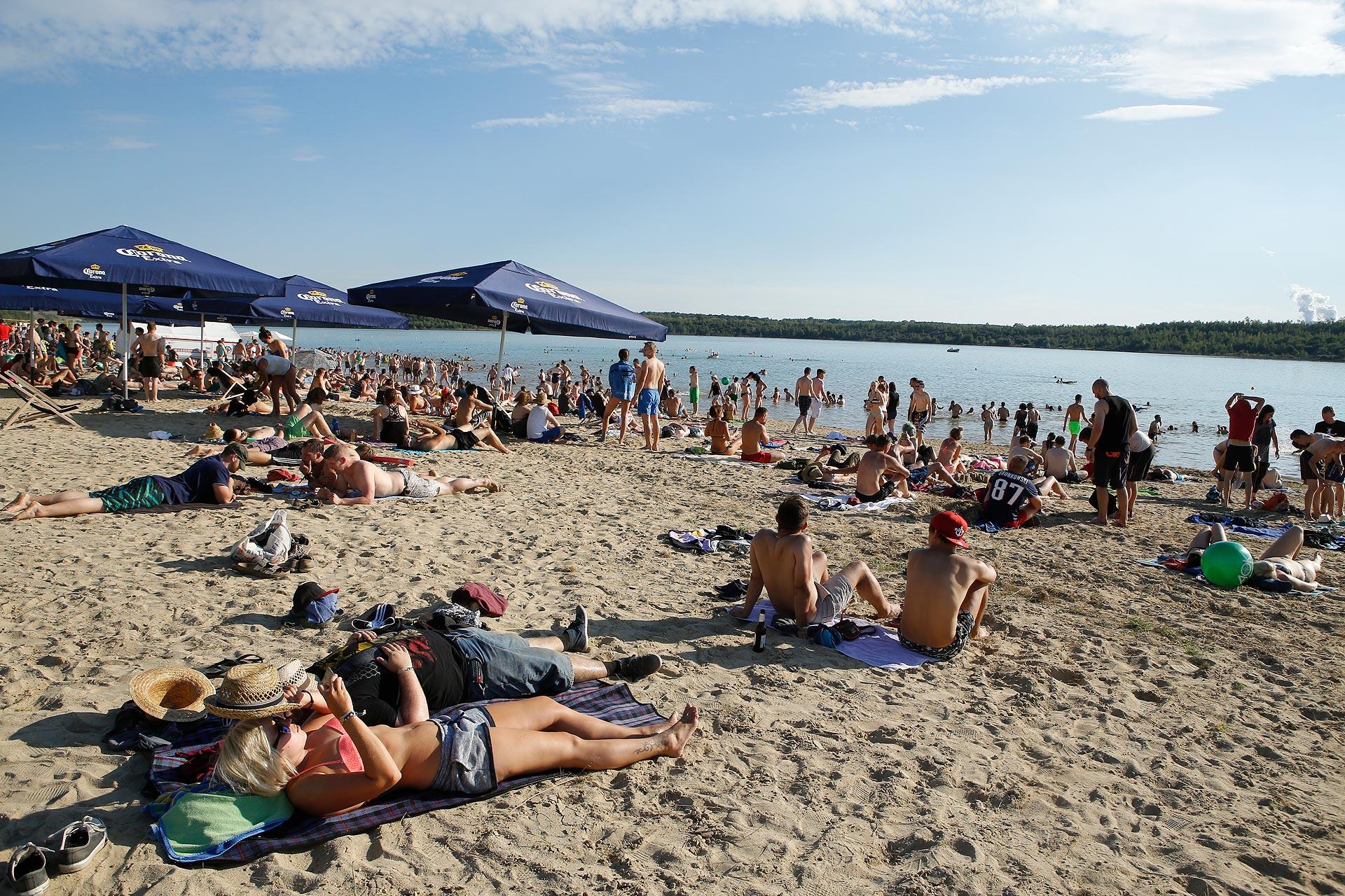 Wie die Sardinen: Der Strand ist bei den Besuchern äußerst beliebt.