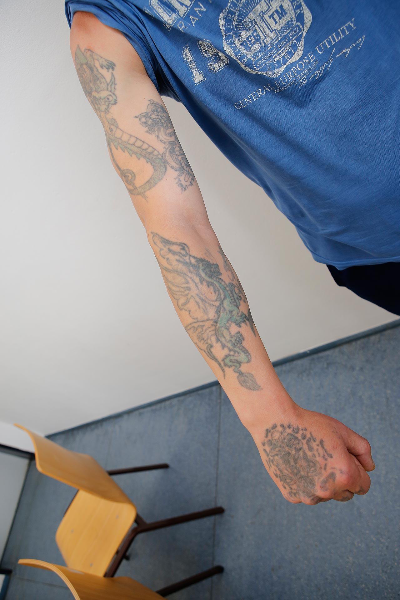 Hang zum Düsteren: Die Tätowierungen von Sven B. sind Ausdruck seiner negativen Lebenseinstellung.