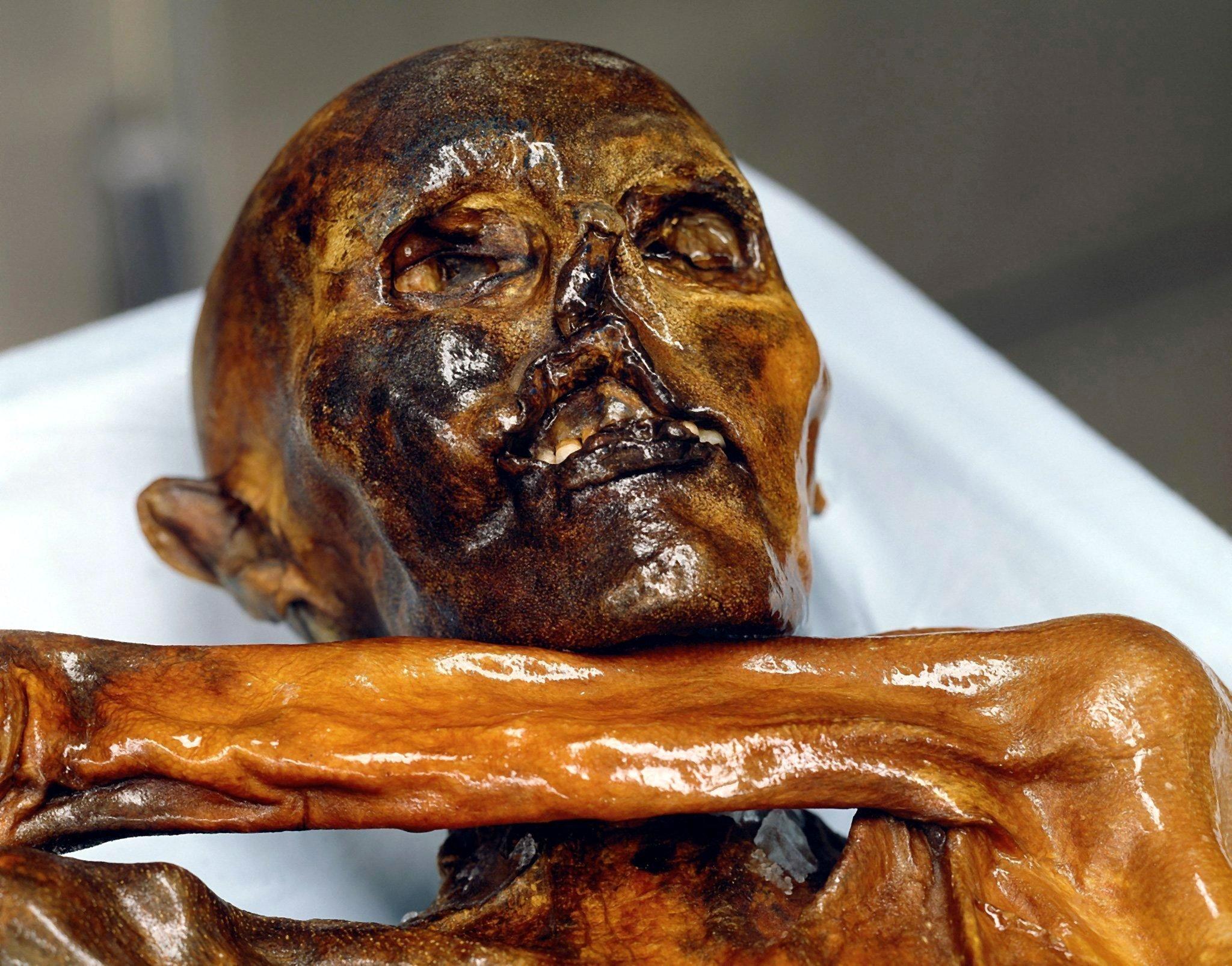 Ötzi war der erste tätowierte Mensch.