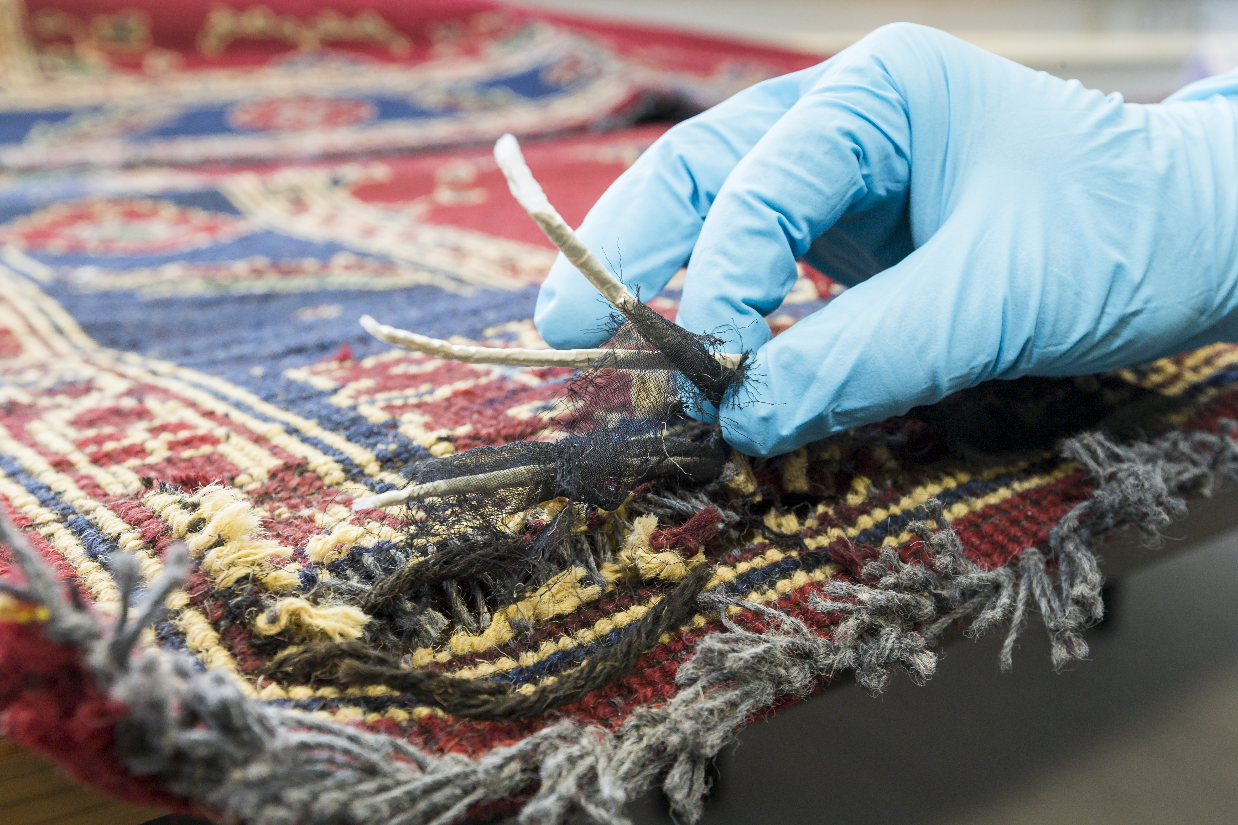 Kreatives Versteck: In einem Teppich transportierten Schmuggler 45 Kilo Heroin über die Grenze.