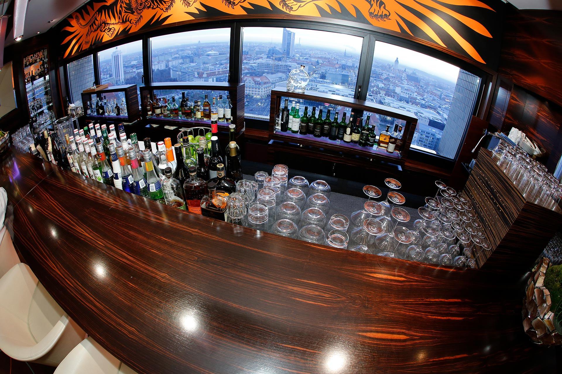 Aus des Bar des Edelrastaurants Falco hat man einen beeindruckenden Blick über Leipzig.