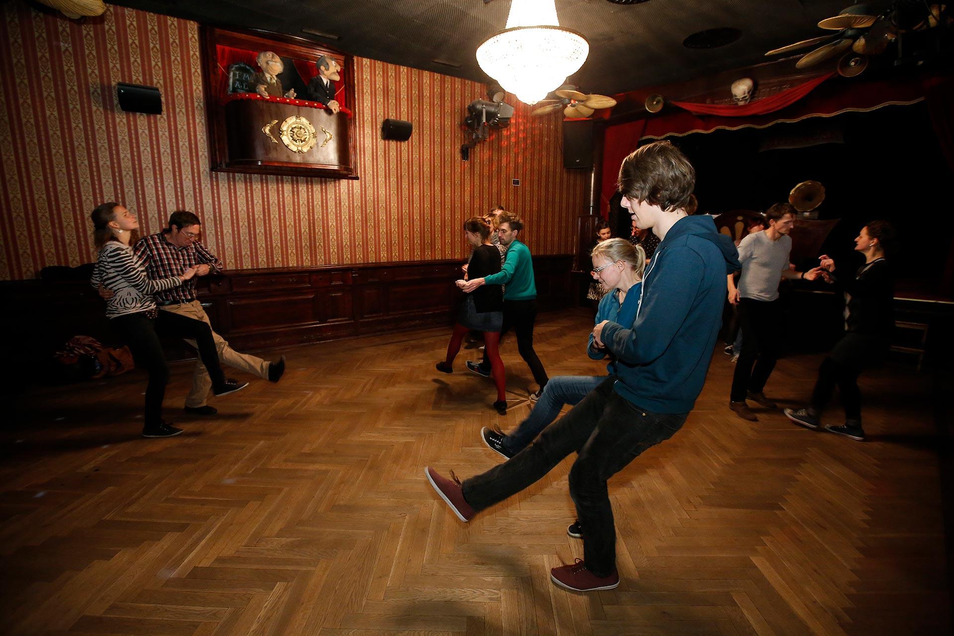 Die Tanzvereine Swingin' L.E. und die Swing Connection Leipzig trainieren im Ballrrom.