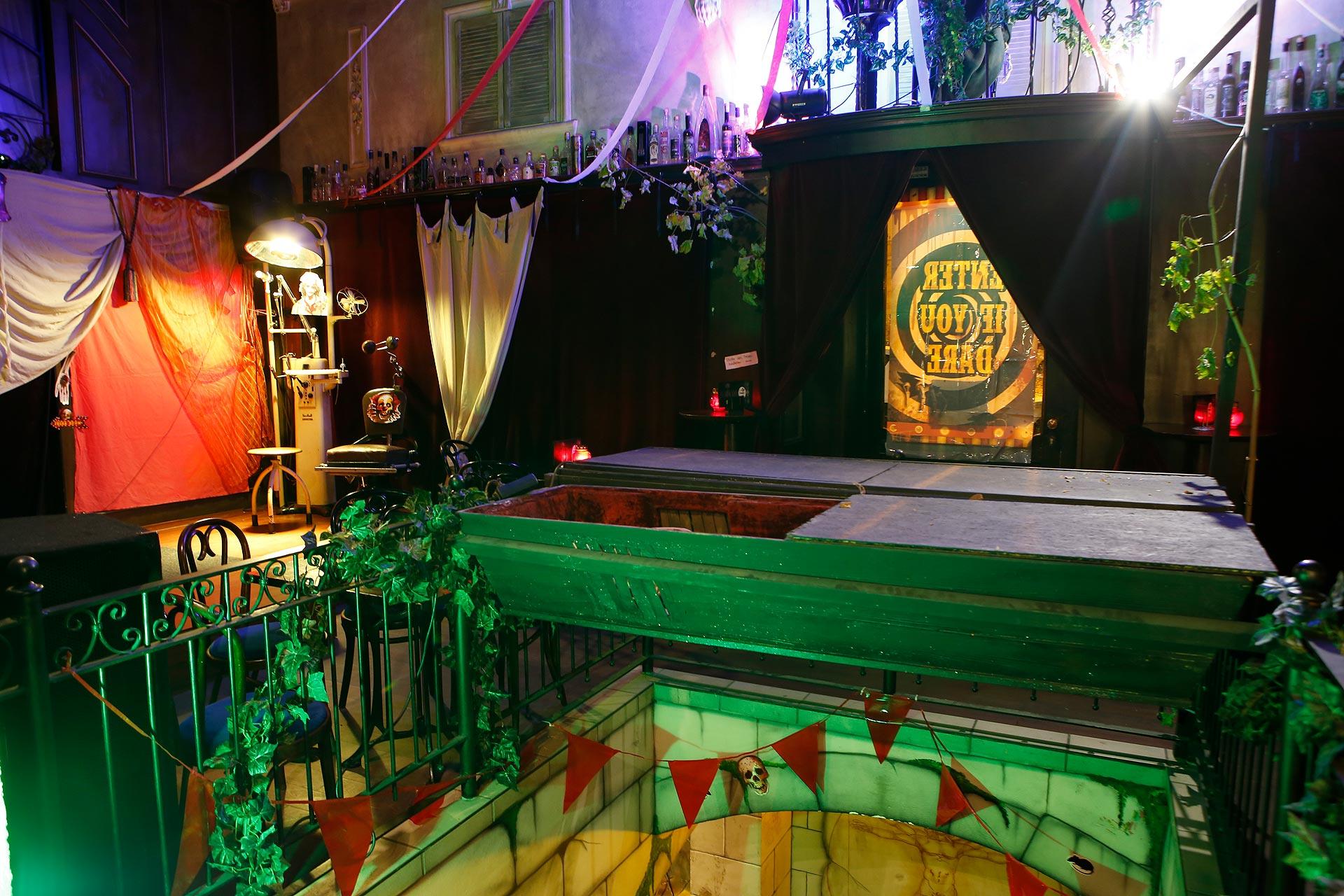 Mottopartys im Sammelsurium: Die Absintherie zieht vor allem viele Halloween- und Wave-Gotik-Fans an.