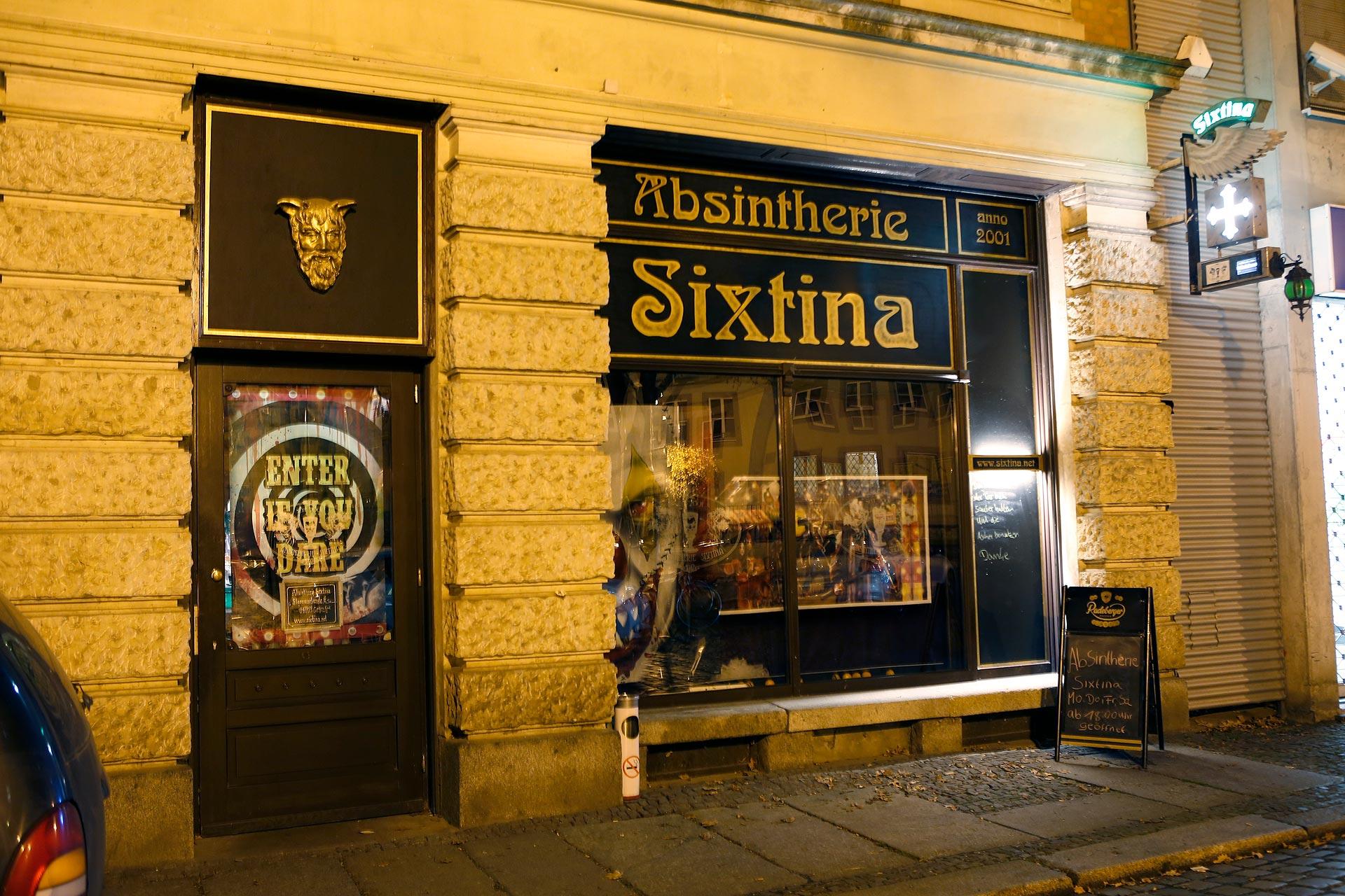Die Absintherie Sixtina öffnete 2013 in der Sternwartenstraße ihre Türen. Vor ihrem Umzug war sie im Fregehaus in der Leipziger Innenstadt zu finden.