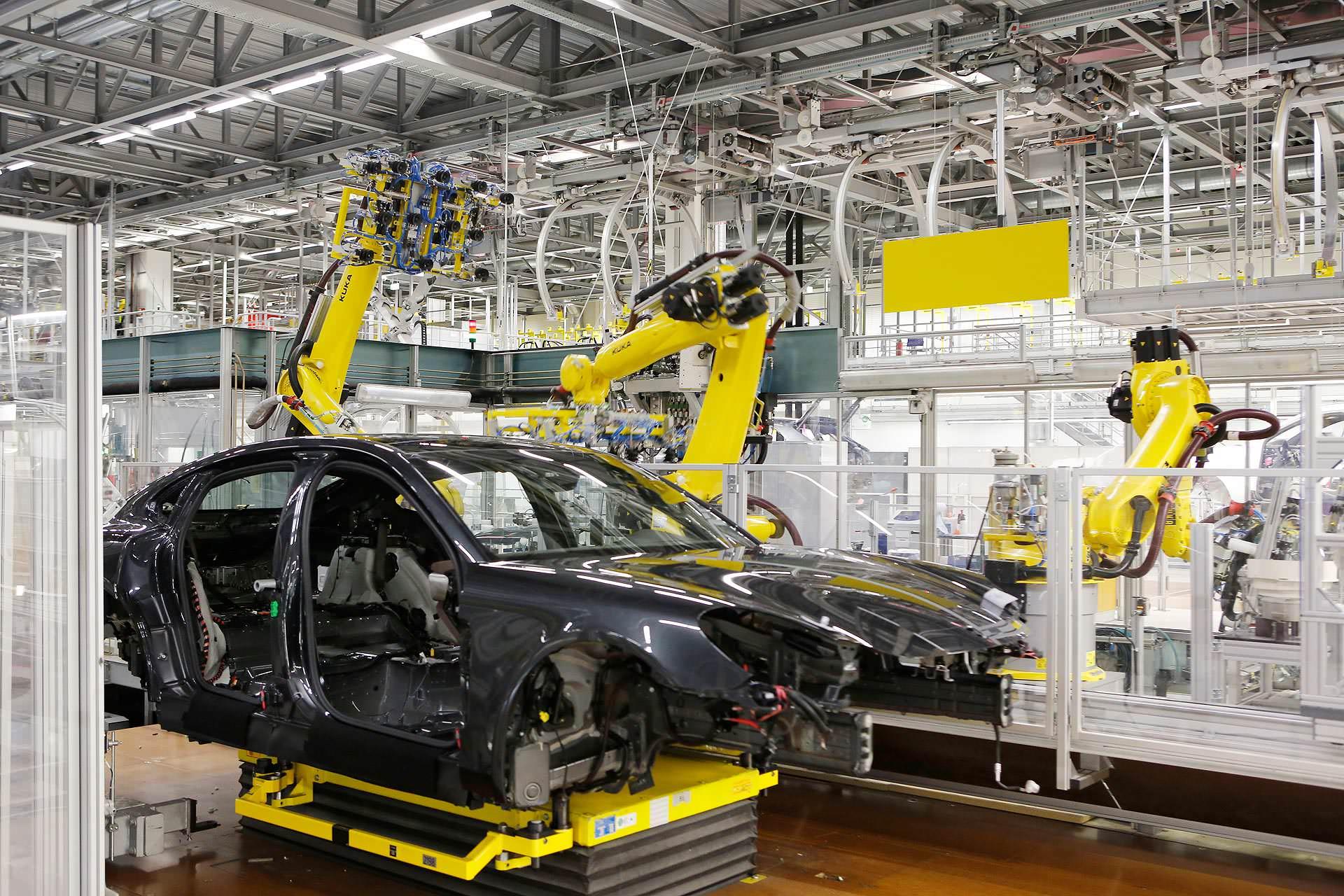 Björn Lindner arbeitet im Schichtdienst im Leipziger Porschewerk.