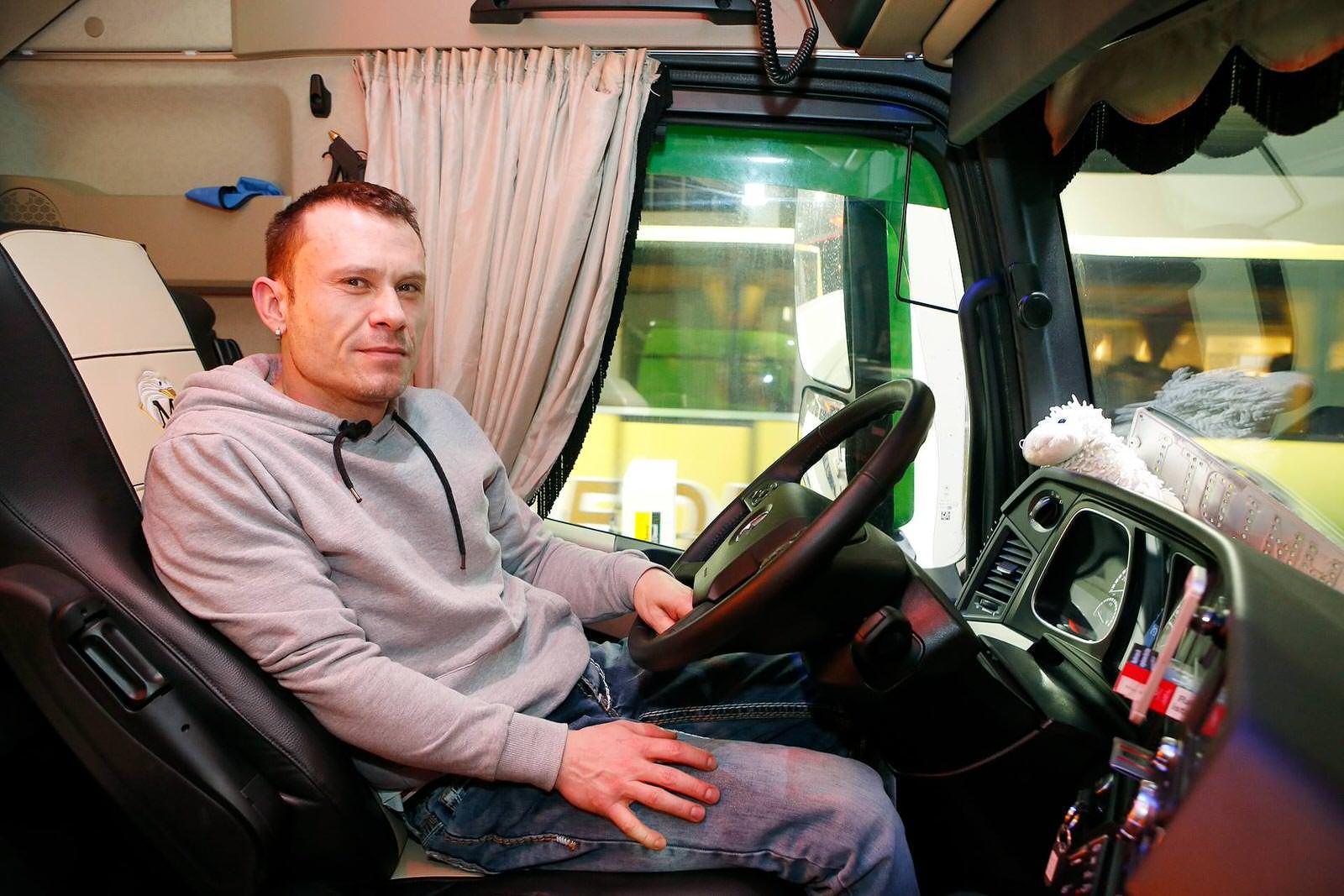Im Winter fährt Ronny Schmidt nicht so gern Lkw, weil es gefährlicher ist. Wenn die Straßen glatt sind, ist der Bremsweg deutlich länger.