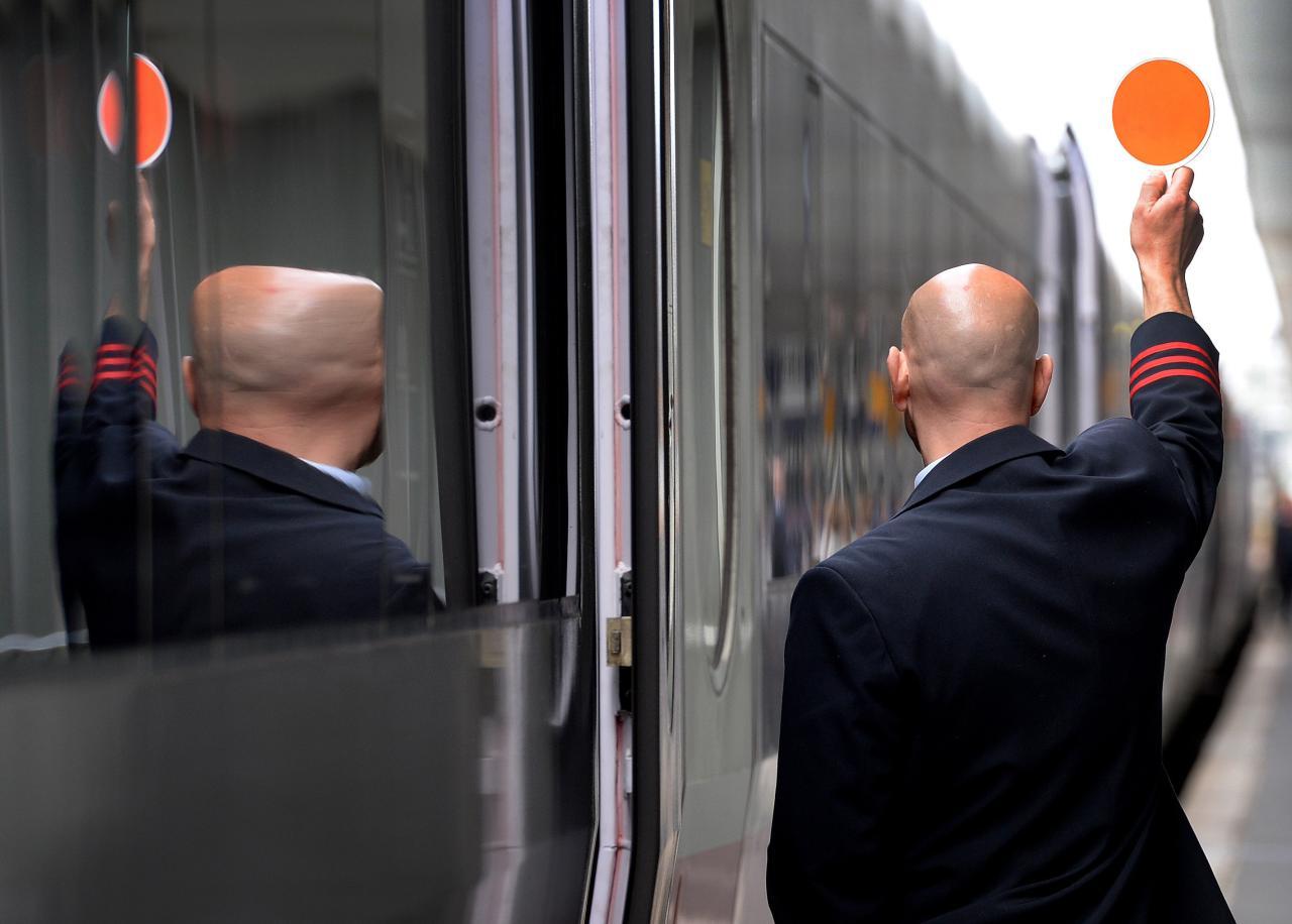 Unterschiedlich freundlich seien die Zugbegleiter, sagt Pendlerin Doreen Schneider.